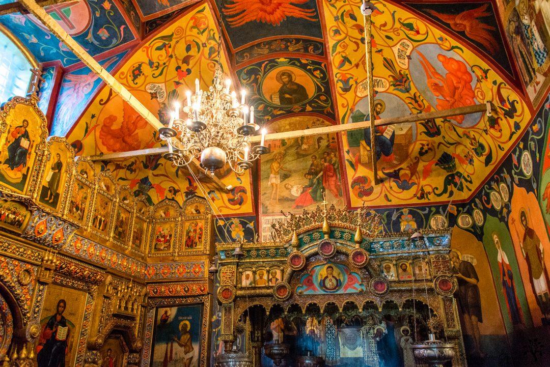 interior-of-basilica-moscow-1